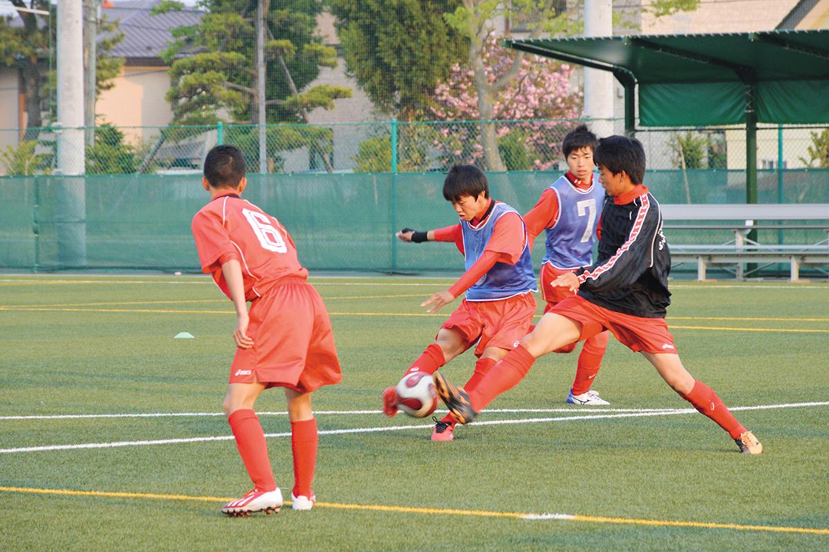 http://www.yuto.ed.jp/wp-content/uploads/2017/09/soccer_1.jpg